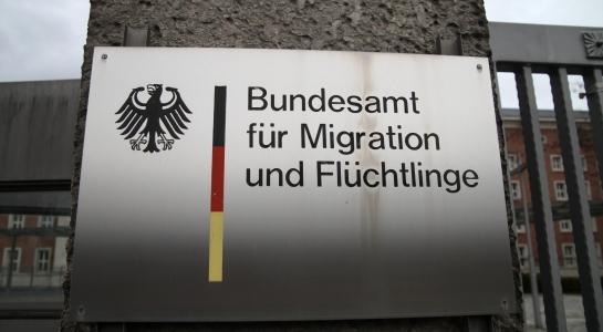 Asylanträge zu Unrecht gewährt - Ermittlungen gegen BAMF-Mitarbeiterin