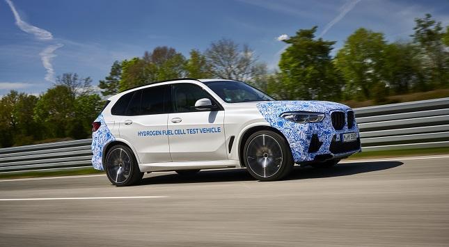 """Irrweg oder einmalige Chance?                     BMW hält am Wasserstoffauto fest – Dudenhöffer: """"hohes unternehmerisches Risiko"""""""