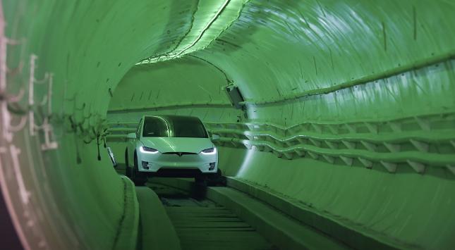 Los Angeles: Tesla in der Röhre Leitschienen-Tunnel